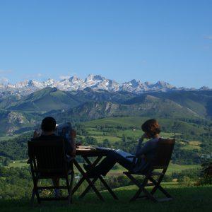 Vista a los Picos de Europa desde terraza exterior